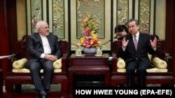 محمد جواد ظریف،وزیر امور خارجه ایران با همتای چینیاش وانگ یی
