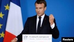 Emmanjuel Macron a catalogat drept o gravă eroare lipsa de implicare a NATO în cazul intervenției Turciei în Siria