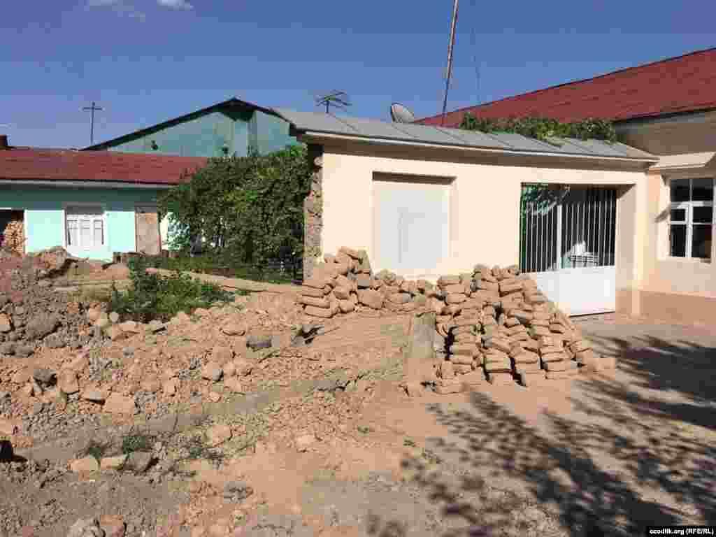 Некоторые жилые дома в селе Байтурткан пошли под снос.