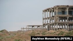 Заброшенный военный объект, где раньше дислоцировались российские военные, рядом с селом Гульшат. Карагандинская область, 5 июля 2016 года.