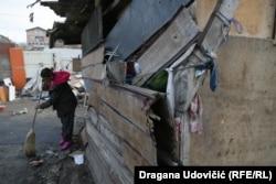 Zidove kuće ojačavaju starim roletnama, daskama ili najlonom