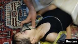 Мальчик, пострадавший, по утверждению повстанцев, от применения химоружия, пригород Дамаска, 21 августа