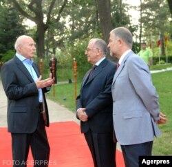 Cu Ion Iliescu și Victor Opaschi, când a primit un premiu de la Fundația Dan Voiculescu de 300.000 de lei