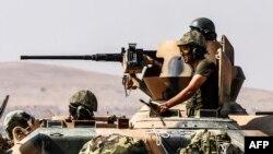 Сирияның солтүстік аудандарында танкімен жүрген Түркия солдаттары. 27 тамыз 2016 жыл.