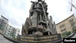 Памятник жертвам геноцида армян 1915 года в городе Дэсин, Франция