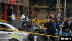 Последствия взрыва заминированной машины в Бейруте. 3 января 2014 года.
