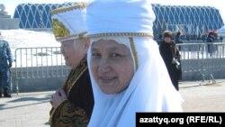 Женщины в традиционной казахской одежде на празднике Наурыз на центральной площади в столице Казахстана. Астана, 22 марта 2011 года.