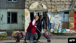 Местные жители в Первомайске. Сентябрь 2014 года. Иллюстративное фото