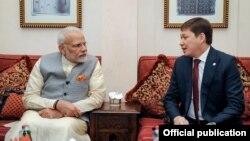 Премьер-министр Сапар Исаков Индиянын премьер-министри Нарендра Моди менен жолугушуу учурунда.