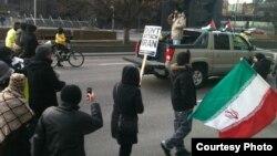 تظاهرات ضدجنگ و تحریم در تورنتو. ۷ مارس ۲۰۱۲.