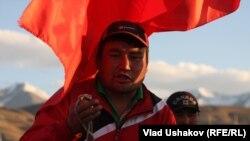 Жети-Өгүз районунда митингге чыккандардын бири, 31-май, 2013.