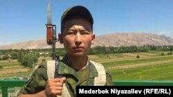 Кыргыз чек арасындагы жоокер. Иллюстрациялык сүрөт.