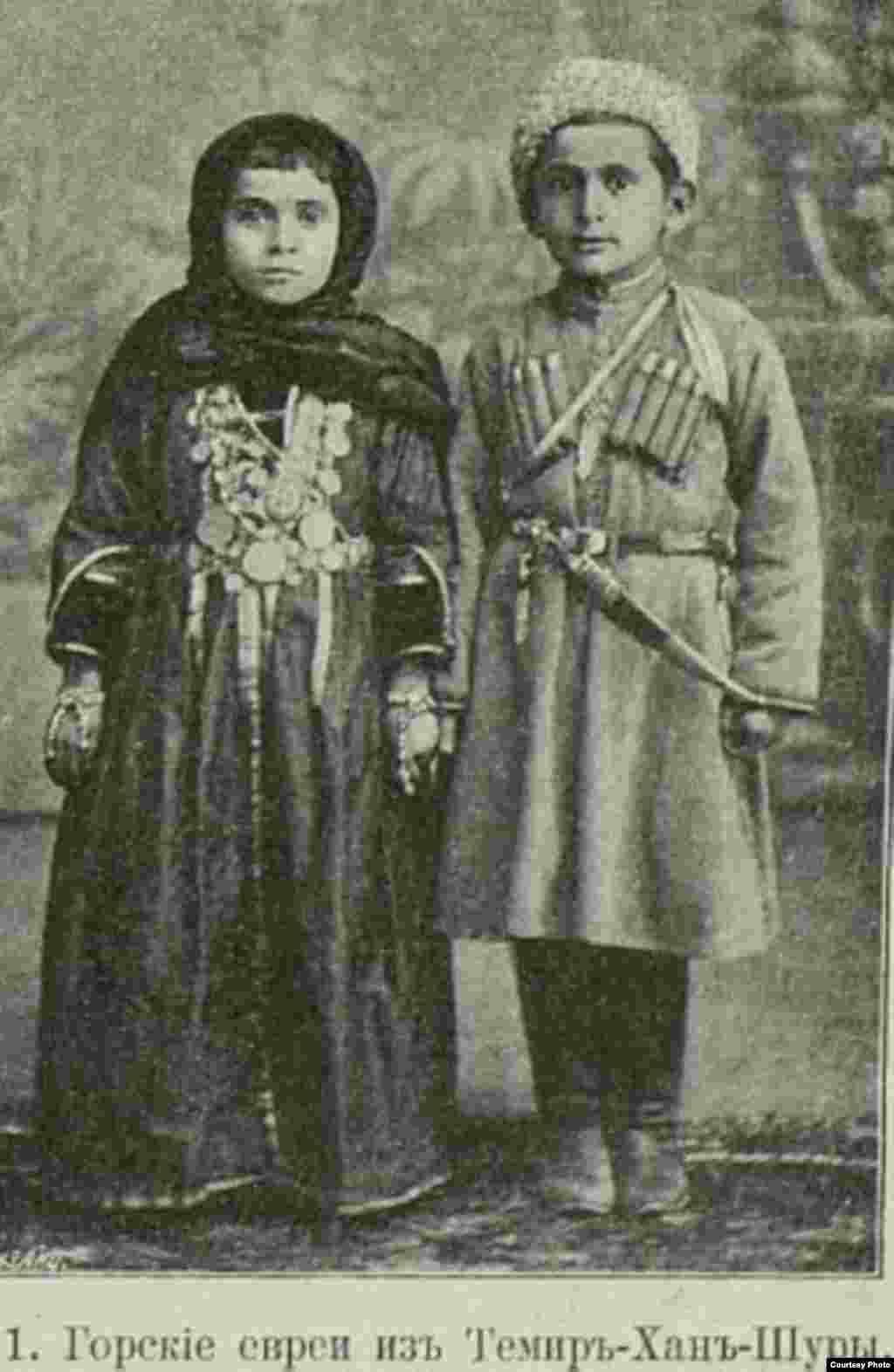 Горские евреи в быту и одежде были схожи с горцами Северного Кавказа