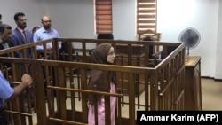 Bagdat. Fransuz jihadcysy Jamila Boutoutaou öz suduna gatnaşaar. Arhiw suraty. 17-nji aprel, 2018.