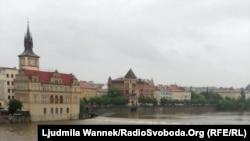 Влтава дарыясы киргендеги көрүнүш. Прага, 2-июнь, 2013-жыл.