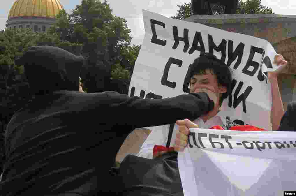 A man brutally attacks a gay-rights activist during an unsanctioned gay-pride parade in St. Petersburg on June 25, 2011.