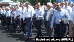 Народні депутати від Партії регіонів прямують на Європейську площу