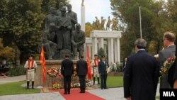 Одбележување на 23 Октомври, Положување цвеќе пред споменикот на основачите на ВМРО, Скопје, 23.10.2016