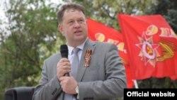 Oleg Topolniţki a reprezentat la alegerile din alţi ani diferite formaţiuni