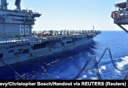 """Американский авианосец """"Нимиц"""" в Южно-китайском море, июль 2020 год"""