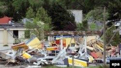 Последствия торнадо в пригороде Бирмингема, штат Алабама