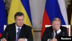 Президенты России и Украины Владимир Путин и Виктор Янукович в Кремле. 17 декабря 2013 года