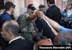 Nikol Pašinjan na prosvjedima u Erevanu pozvao je na deblokadu aerodroma
