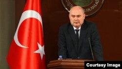 Ministri i Jashtëm turk, Feridun Sinirlioglu.