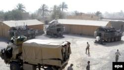 جنود أميركيون قبيل مغادرتهم قاعدة أميركية في بعقوبة