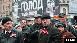 Orsýetiň kommunistleri Moskwadaky ýörişde, 2005-nji ýyl.
