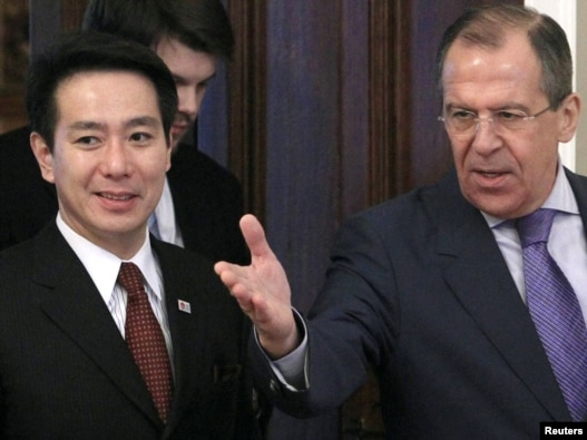 Foreign Minister Sergei Lavrov  (right) and his Japanese counterpart Seiji Maehara at a  meeting in Moscow.