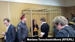 Надежда Толоконникова и Перт Верзилов в зале суда