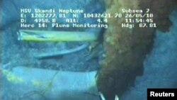 Видеокадр об утечке нефти со скважины на дне Мексиканского залива, 26 мая 2010
