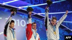 Олимпиада 2010. Биатлонисты (слева направо): Оле Эйнар Бьорндален, Сергей Новиков, Эмил Хегле Свендсен