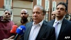 Պակիստանի նախկին վարչապետ Նավազ Շարիֆը պատասխանում է լրագրողների հարցերին, Լոնդոն, 1-ը նոյեմբերի, 2017թ.