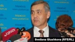 Нұрлан Ермекбаев, дін істері және азаматтық қоғам министрі.