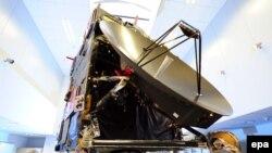 """Специалисты Европейского космического агентства работают с копией """"Розетты"""" в контрольном центре в Германии"""