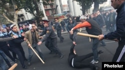 Armenia - Riot police clash with protesters in Yerevan, 5Nov2013.