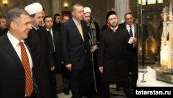 Эрдоган Казанга сәфәре вакытында Кол Шәриф мәчетендә булды