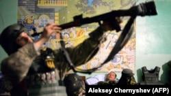 Украинские военные на Донбассе во время отдыха, 2015 год