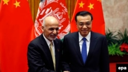 File photo of Chinese Prime Minister Li Keqiang and Afghan President Ashraf Ghani (L).