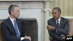 Президент США Барак Обама (српава) и генеральный секретарь НАТО Йенс Столтенберг. Вашингтон, 26 мая 2015 года.