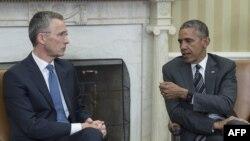 Президент США Барак Обама (праворуч) і генеральний секретар НАТО Єнс Столтенберг, архівне фото