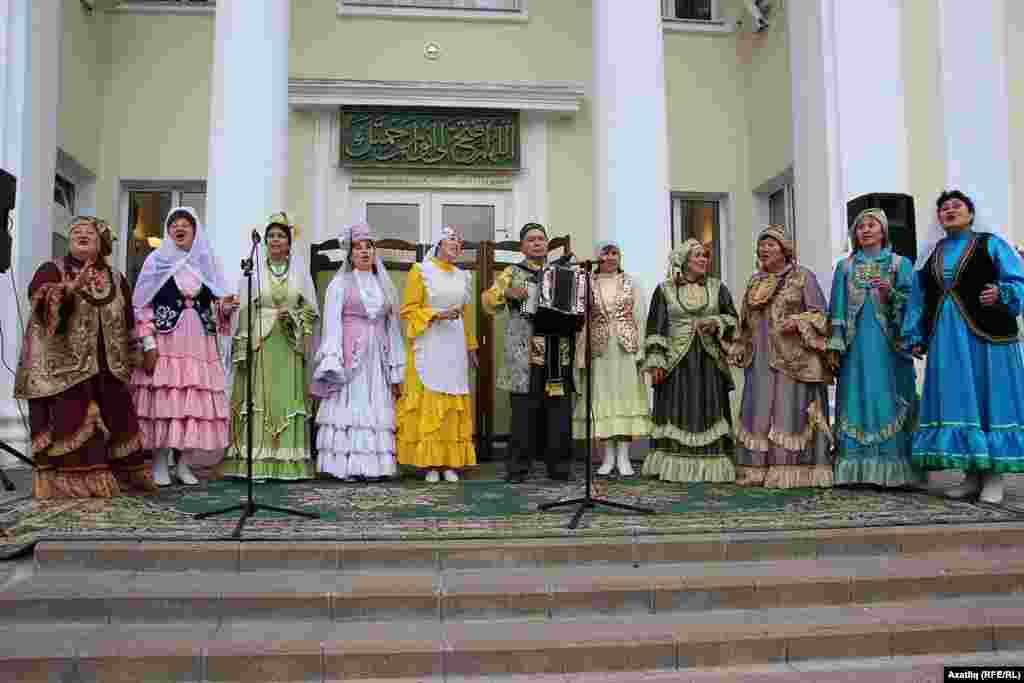 "Бишбүләк районының ""Ак калфак"" төркеме"
