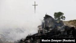На місці катастрофи біля села Грабове в Донецькій області, 17 липня 2014 року