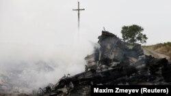 Ուկրաինա - «Մալայզիական ավիաուղիներ»-ի կործանված «Բոինգ-777»-ի բեկորները, Գրաբովո, Դոնեցկի շրջան, 17-ը հուլիսի, 2014թ․