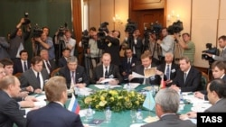 Главы правительств России, Беларуси и Казахстана на переговорах по созданию таможенного союза. Москва, 9 июня 2009 года.