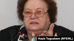 """""""Поколение"""" қозғалысының жетекшісі Ирина Савостина. Алматы, 13 қараша 2010 жыл."""
