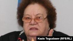 «Поколение» қозғалысының жетекшісі Ирина Савостина. Алматы, 13 қазан 2010 жыл.