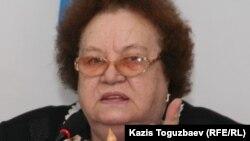 """Ирина Савостина, председатель движения """"Поколение"""", на круглом столе по вопросам пенсионного обеспечения. Алматы, 13 октября 2010 года."""